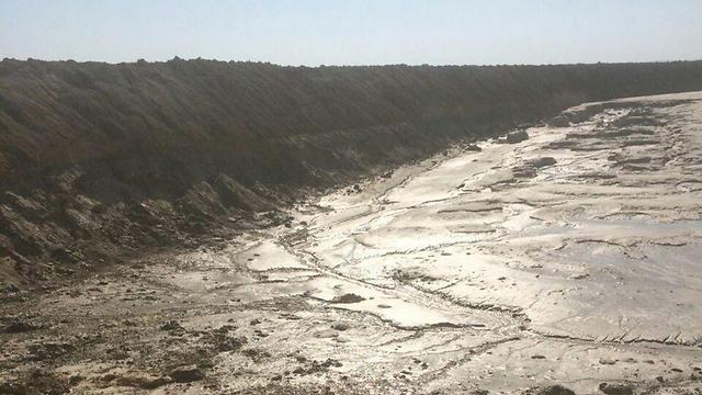 זרימת המים המזוהמים, אתמול (צילום: עודד נצר, המשרד להגנת הסביבה) (צילום: עודד נצר, המשרד להגנת הסביבה)
