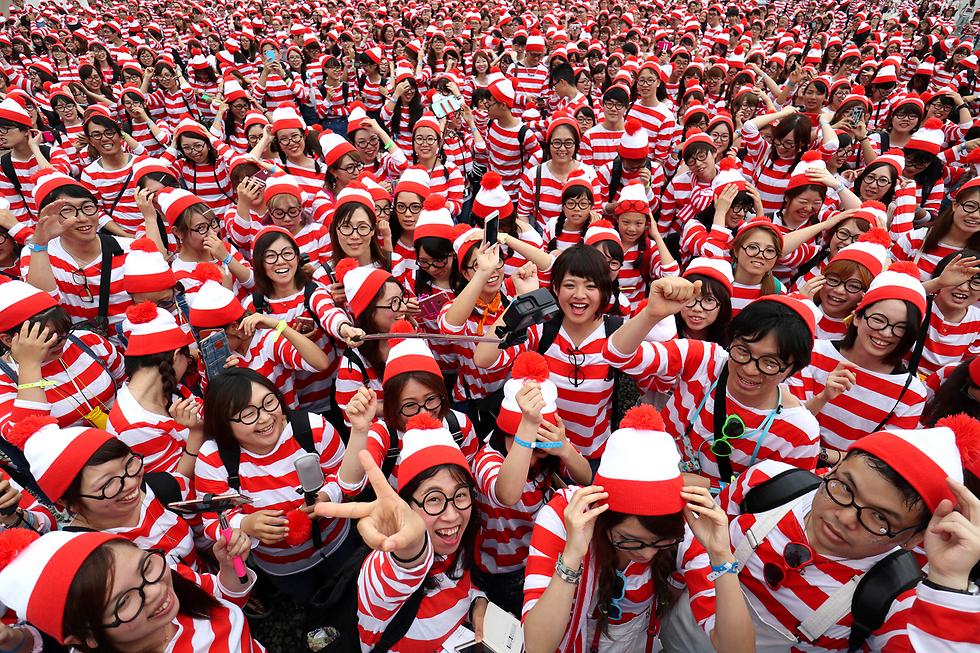 """משתתפים באירוע """"איפה אפי?"""" בפארק שעשועים בטוקיו (צילום: AP)"""