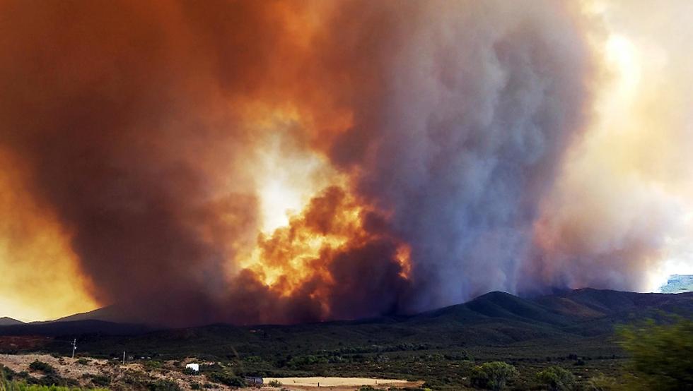 שריפת ענק במאייר, אריזונה (צילום: AP)