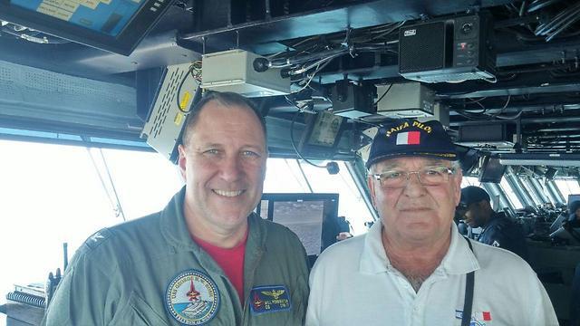 קטיש עם רב החובל קפטן ויליאם סי. פנינגטון (צילום: מומי גבאי נמל חיפה)