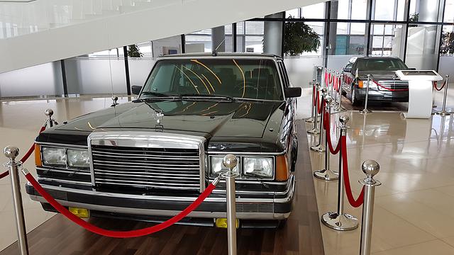 מכוניות השרד של הנשיא המנוח במרכז אלייב (צילום: רועי סמיוני) (צילום: רועי סמיוני)