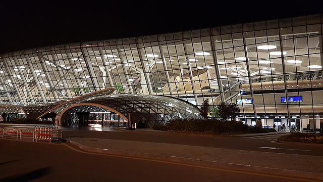 נמל תעופה מפואר על שם, איך לא, אלייב האב המנוח (צילום: רועי סמיוני) (צילום: רועי סמיוני)