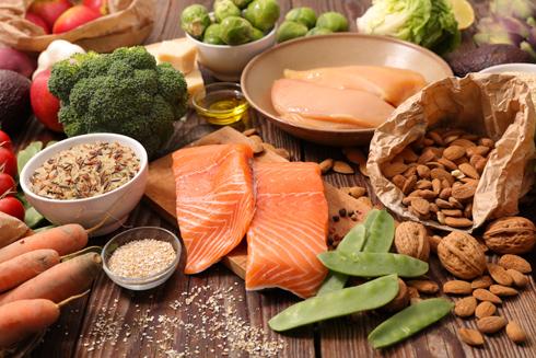 שפע מזונות טעימים שגם יבריאו אתכם (צילום: Shutterstock)