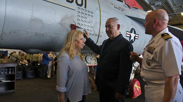 The Netanyahus aboard the George H. W. Bush (Photo: Avihu Shapira)