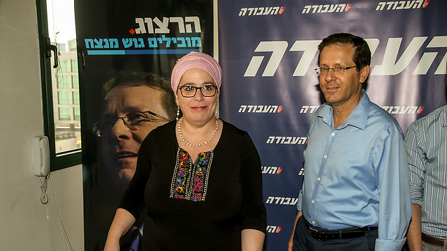 Dina Dayan throwing her support behind Herzog (Photo: Yariv Katz)