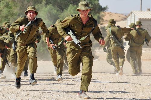 Солдаты ЦАХАЛа. Фото: ChameleonEye shutterstock
