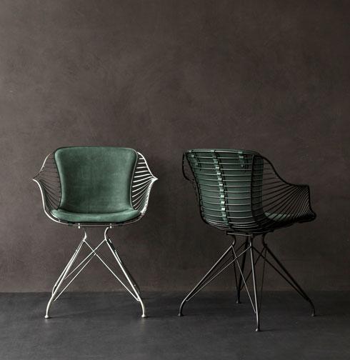 כסאות שנוצרו בהשראת אוכף. כל כיסא ממוספר וחתום בידי צמד המעצבים  (עיצוב: Overgaard & Dyrman)