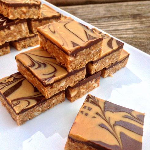 חיתוכיות ביסקוויט עם חמאת בוטנים ושוקולד (צילום: ערבה שלוש)