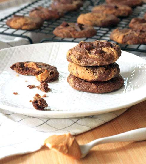 עוגיות בראוני שוקולד-חמאת בוטנים (צילום: אורלי חרמש)