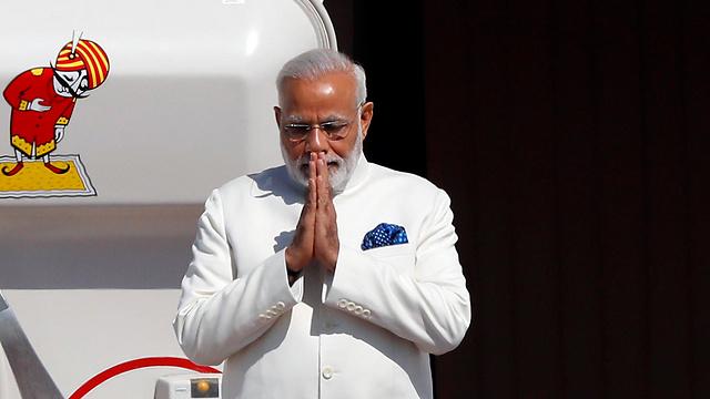 """מודי, עם נחיתתו בנתב""""ג (צילום: AFP) (צילום: AFP)"""