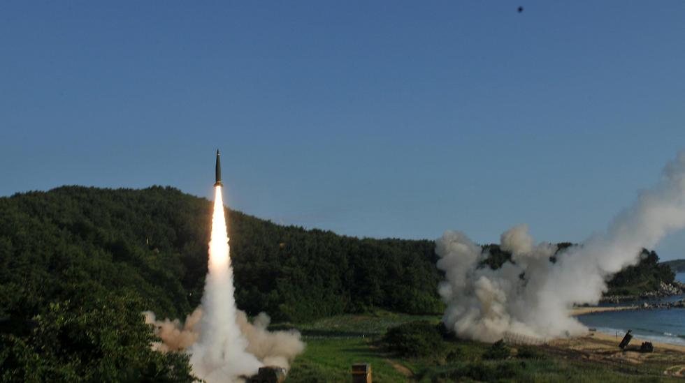 """שיגורי הטילים של ארה""""ב ודרום קוריאה (צילום: רויטרס) (צילום: רויטרס)"""