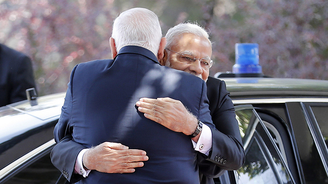 Rivlin (from behind) and Modi (Photo: AFP)