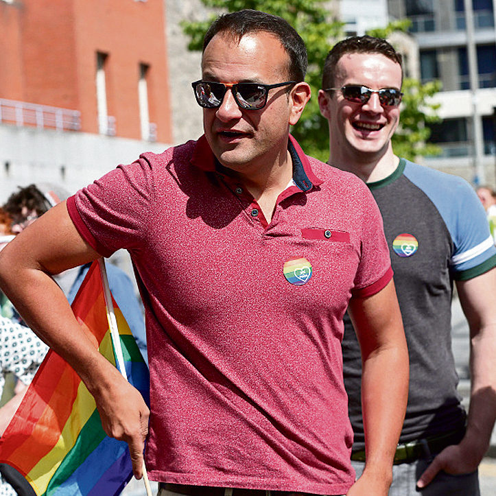 עם בן הזוג מתיו בארט, באירוע גאווה בדבלין. ההערכות באירלנד הן כי השניים יינשאו בקרוב