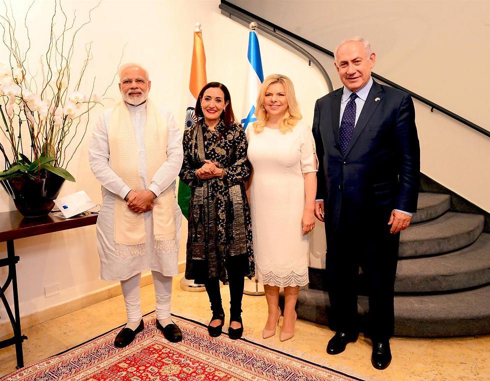 """בני הזוג נתניהו עם נרנדרה מודי, ראש ממשלת הודו והשפית רינה פושקרנה (צילום: אבי אוחין, לע""""מ)"""