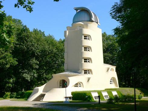 ''מגדל איינשטיין'', שתכנן מנדלסון לאלברט איינשטיין בפוטסדאם, הוא אתר תיירות חובה לשוחרי אדריכלות עד היום (צילום:  MariaTheis cc)