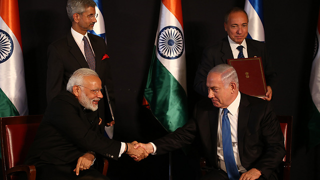 Modi and Netanyahu at press conference marking cooperation agreements signing (Photo: Ohad Zwigenberg)