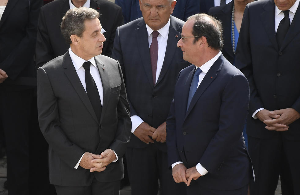 Former French presidents Nicolas Sarkozy and Francois Hollande attend the ceremony (Photo: EPA)