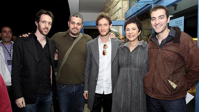דליה פלד עם הקוסמים ליאור סושרד, נמרוד הראל, שימי אטיאס ואמיר לוסטיג