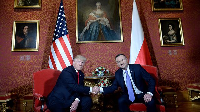 טראמפ עם נשיא פולין אנדז'יי דודה (צילום: EPA) (צילום: EPA)