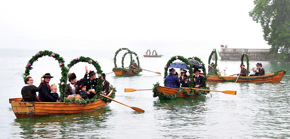 טקס חתונה מסורתי של דייג באגם סטרנברגר ליד העיר טוטזינג, גרמניה (צילום: AP)