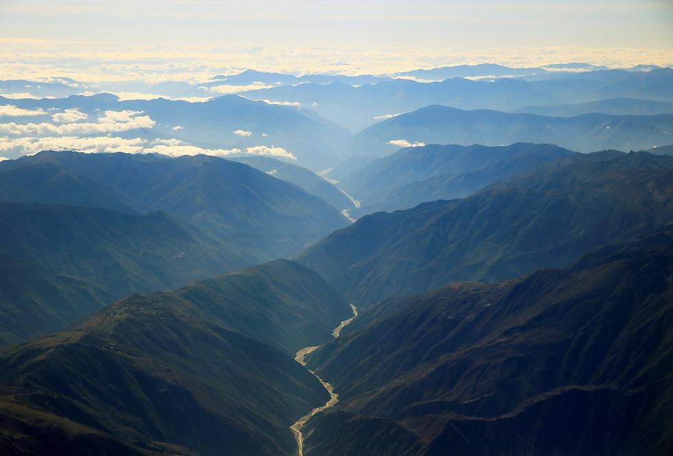 צילום אווירי של ההרים בפאתי לה פאס, בוליביה (צילום: רויטרס)