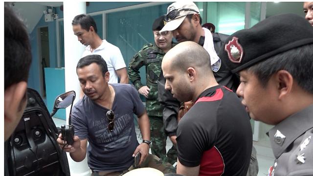 נתי חדד בעת מעצרו בתאילנד ()