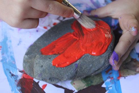 מציירים על אבנים
