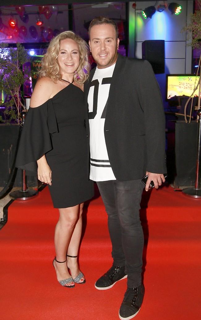 מזל טוב. ניקי גולדשטיין עם אשתו שירלי (ענת מוסברג)