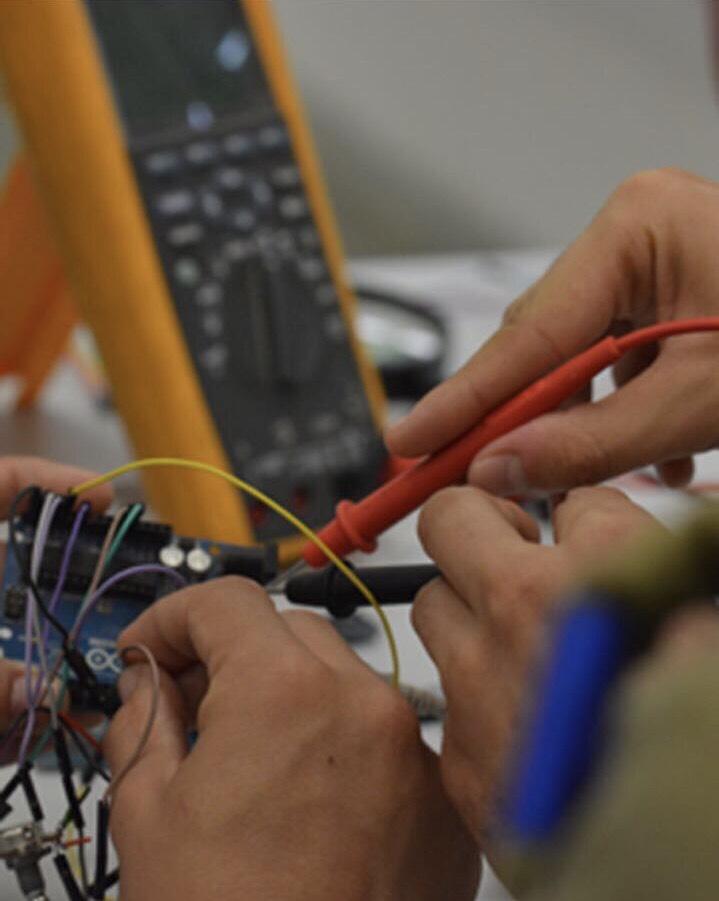 Тестирование браслета. Фото: пресс-служба армии