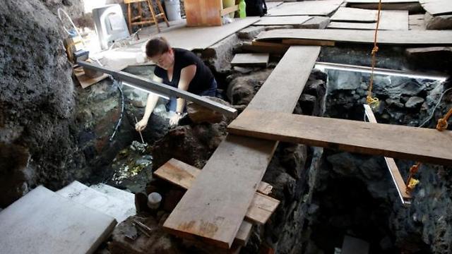 מטמון גדול ואיכותי. במהלך החפירות (צילום: רויטרס) (צילום: רויטרס)