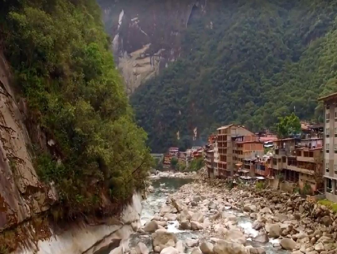 כפר בתוך הטבע, פרו