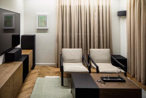 חדר הטלוויזיה הנפרד והנוח (צילום: עמית גרון)