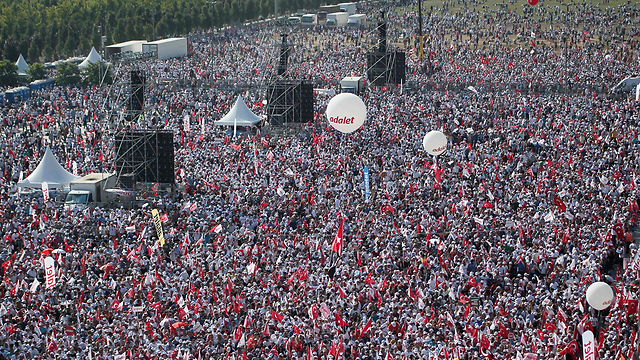 Sea of people in the protest (Photo: AFP)