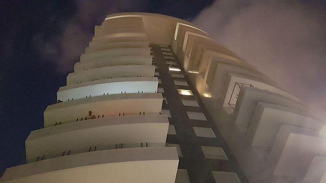 האסון התרחש על גג בניין רב קומות באשדוד (צילום: רועי עידן) (צילום: רועי עידן)