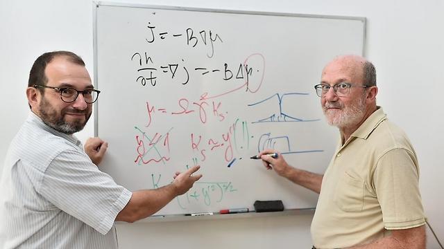 """פרופ' יוג'ין רבקין (משמאל) וד""""ר לאוניד קלינגר (צילום: דוברות הטכניון) (צילום: דוברות הטכניון)"""