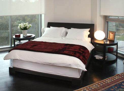 ארבעה כיווני אוויר לדירות במגדל היו אף הם יוצאי דופן. חדר שינה באחת הדירות (צילום: אוהד רומנו)