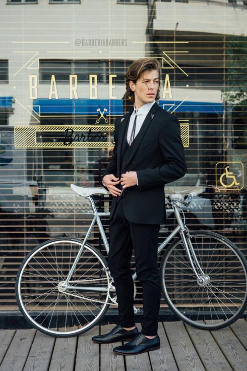 מקפסולה לקפסולה. קו בגדי ערב לגברים של בצלאלי בשיתוף חברת רנואר (צילום: אלון שפרנסקי)