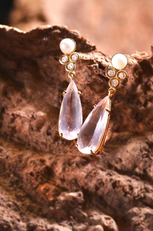 ליאת גלעד. תערוכה חדשה של מעצבת התכשיטים  (צילום: יוסי צבקר)