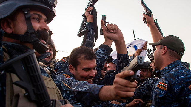 Soldiers elated over their victory (Photo: AFP)