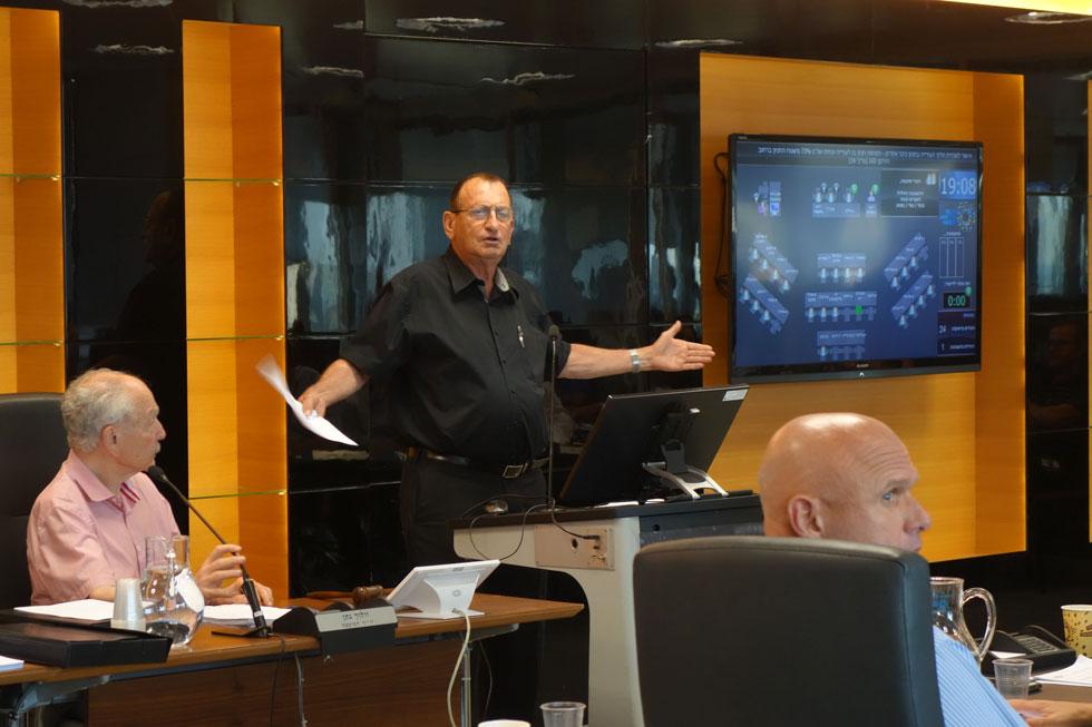 רון חולדאי באחד הדיונים במועצת העיר. נחוש לקדם את התוכנית (צילום: מיכאל יעקובסון)