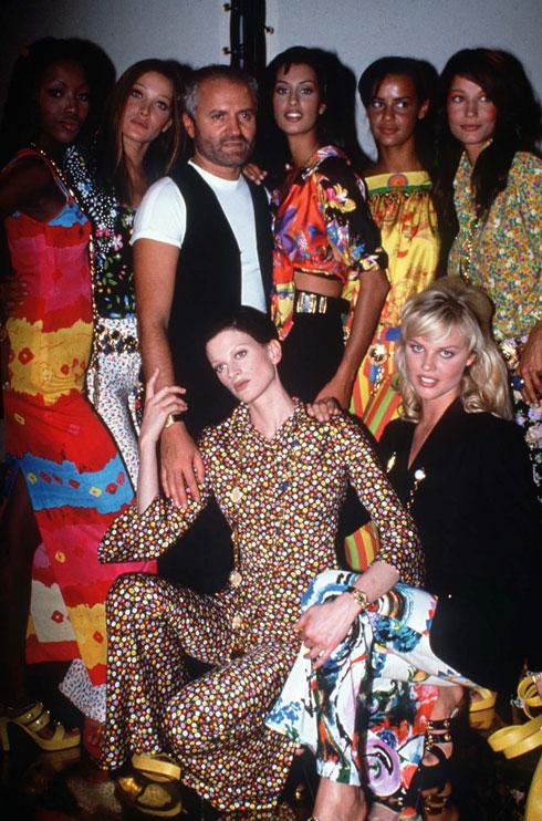 """בין מקטרגיו הגדולים של ורסאצ'ה היה מעצב האופנה ג'ורג'יו ארמאני, שסיפר במספר הזדמנויות כי ג'יאני אמר לו: """"אתה מלביש נשים אלגנטיות מתוחכמות, אני מלביש זונות"""" (צילום: rex/asap creative)"""