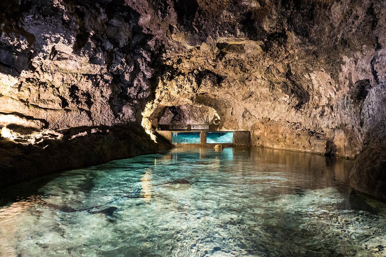 מערות הלבה ובריכות המים השקופים (צילום: ליאור קורן) (צילום: ליאור קורן)