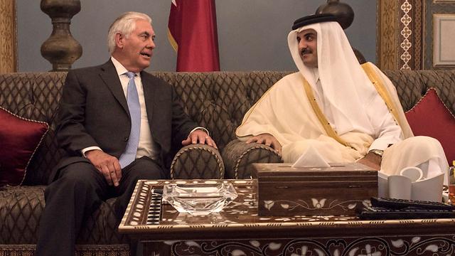 US Secretary of State Rex Tillerson with Qatar Amir Sheikh Tamim bin Hamad Al Thani (Photo: AP)