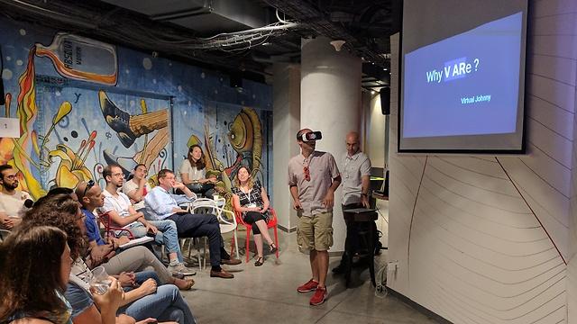 מציאות מדומה בתוך הכיתה (צילום: אוניברסיטת תל אביב)