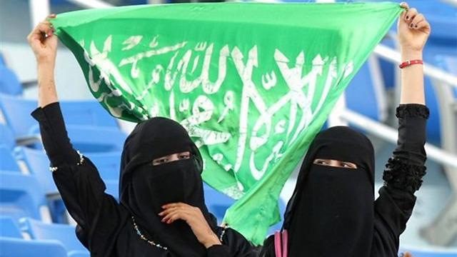 גם בת 75 יכולה לחטוף עונש מלקות. נשים בסעודיה (צילום: AP) (צילום: AP)