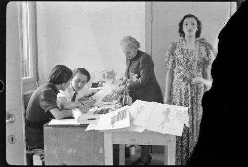 לאחר סיגרת משק הפועלות, הפך המבנה לבית ספר מקצועי לבנות (צילום: Library of Congress, Prints & Photographs Division, LC-DIG-matpc-13361)