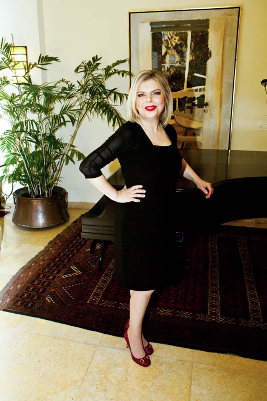 Сара Нетаниягу после работы со стилистами. Фото: Жан Коэн