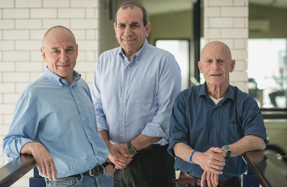 (מימין לשמאל) עמי אילון, גלעד שר ואורני פטרושקה (צילום: אילן ספירא)