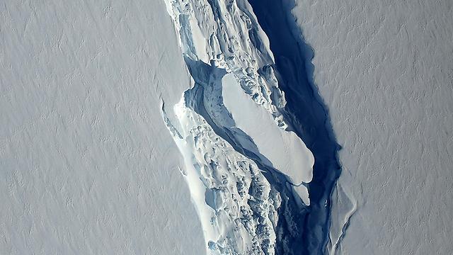 הסדק שהוביל להתנתקות הקרחון (צילום: AFP) (צילום: AFP)