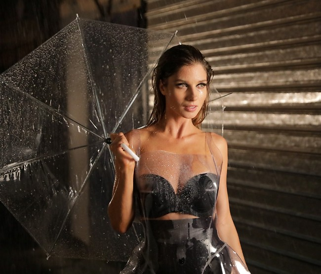 """שמו לך """"מטריה"""" של ריהאנה ברקע? (צילום: רפי דלויה)"""